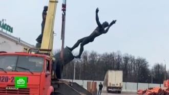 Скульптуры из СКК «Петербургский» переехали на «Газпром Арену»