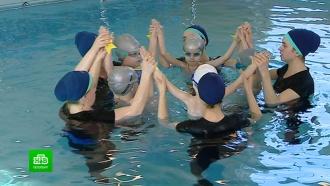 В Петербурге устроили выступления по синхронному плаванию для детей с мышечной атрофией