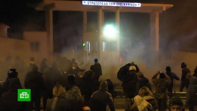 Жители греческих островов воюют сполицией из-за мигрантов.Греция, беженцы, мигранты, митинги и протесты.НТВ.Ru: новости, видео, программы телеканала НТВ
