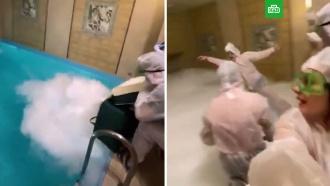 «Он умер!»: смертельную вечеринку вбане ссухим льдом сняли на видео