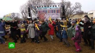 Широкая Масленица: москвичи провожают зиму пирогами и блинами