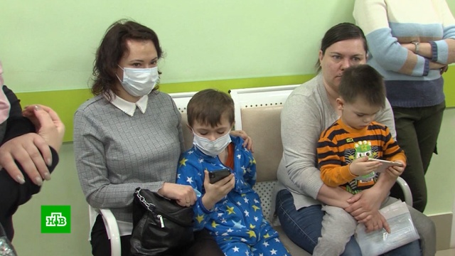 На Камчатке родители сдетьми часами стоят вочереди кпедиатру.Камчатка, больницы, врачи, дети и подростки, медицина.НТВ.Ru: новости, видео, программы телеканала НТВ
