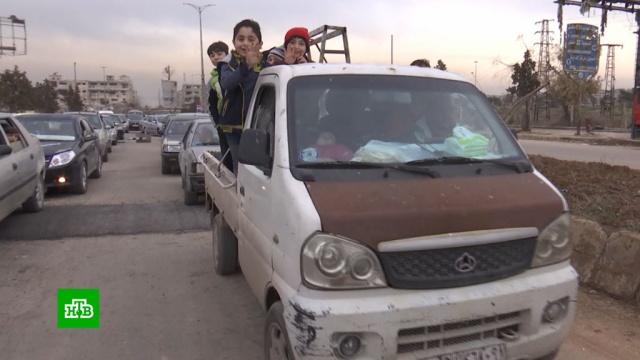 Сирийские беженцы возвращаются вразграбленные боевиками дома впригороде Алеппо.Сирия, беженцы, войны и вооруженные конфликты.НТВ.Ru: новости, видео, программы телеканала НТВ