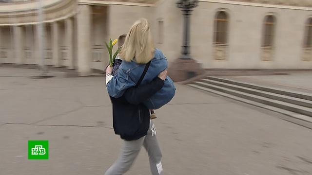 Волонтеры к 8 Марта устроили акцию «Носите женщин на руках».8 Марта, подарки, тарифы и цены, торговля, торжества и праздники, цветы.НТВ.Ru: новости, видео, программы телеканала НТВ