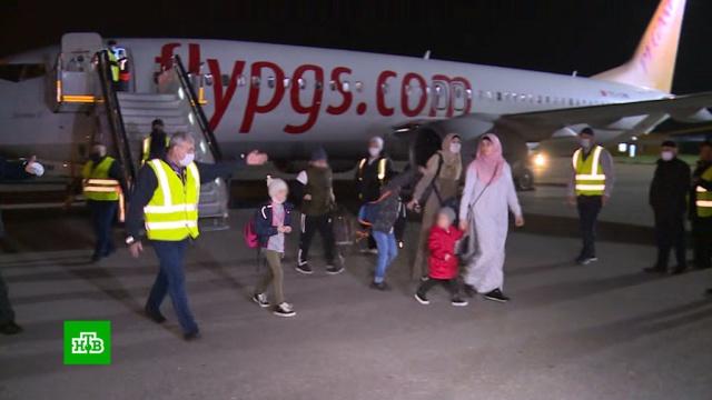 Спасенных в Сирии российских детей и женщин доставили на родину.Асад, Ирак, Сирия, терроризм, Чечня, дети и подростки.НТВ.Ru: новости, видео, программы телеканала НТВ
