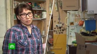 На Урале многодетная семья ютится в одной комнате с текущей крышей