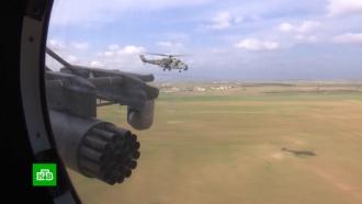 Российская военная полиция под прикрытием вертолетов патрулирует трассу между Алеппо иХасеке
