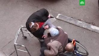 Жительница Тюмени сорвалась на <nobr>пенсионерку-колясочницу</nobr>