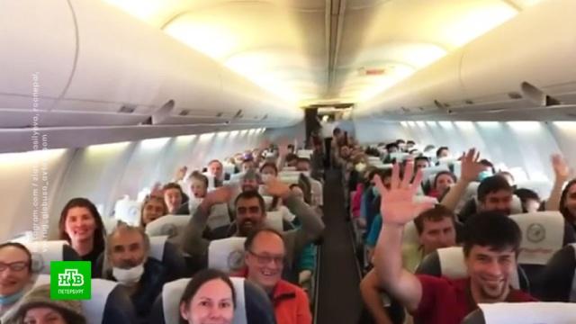 Вывезенных из Непала петербургских альпинистов отправили на карантин.Непал, Санкт-Петербург, альпинизм, граница, карантин, туризм и путешествия, эпидемия, коронавирус.НТВ.Ru: новости, видео, программы телеканала НТВ