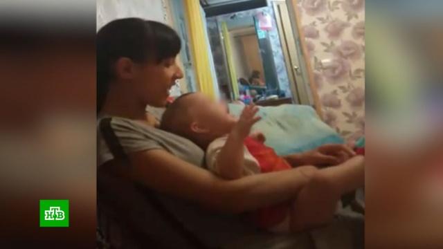 Жительница Оренбуржья перед камерой избила сына-младенца за громкий плач.Оренбургская область, дети и подростки, драки и избиения, жестокость.НТВ.Ru: новости, видео, программы телеканала НТВ