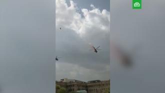 ВВС Индии осыпали Дели лепестками роз в благодарность медикам