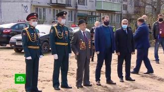 Военнослужащие Лужского гарнизона устроили персональный парад для одного ветерана