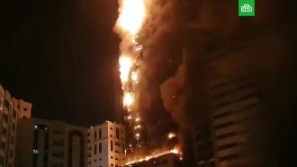 Пылающий вОАЭ небоскреб сняли на видео