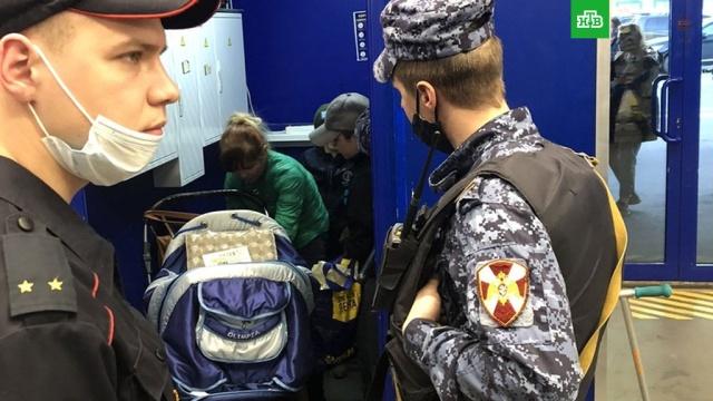 Впитерском гипермаркете женщину сдетьми поймали на краже продуктов.Санкт-Петербург, кражи и ограбления, магазины, продукты.НТВ.Ru: новости, видео, программы телеканала НТВ