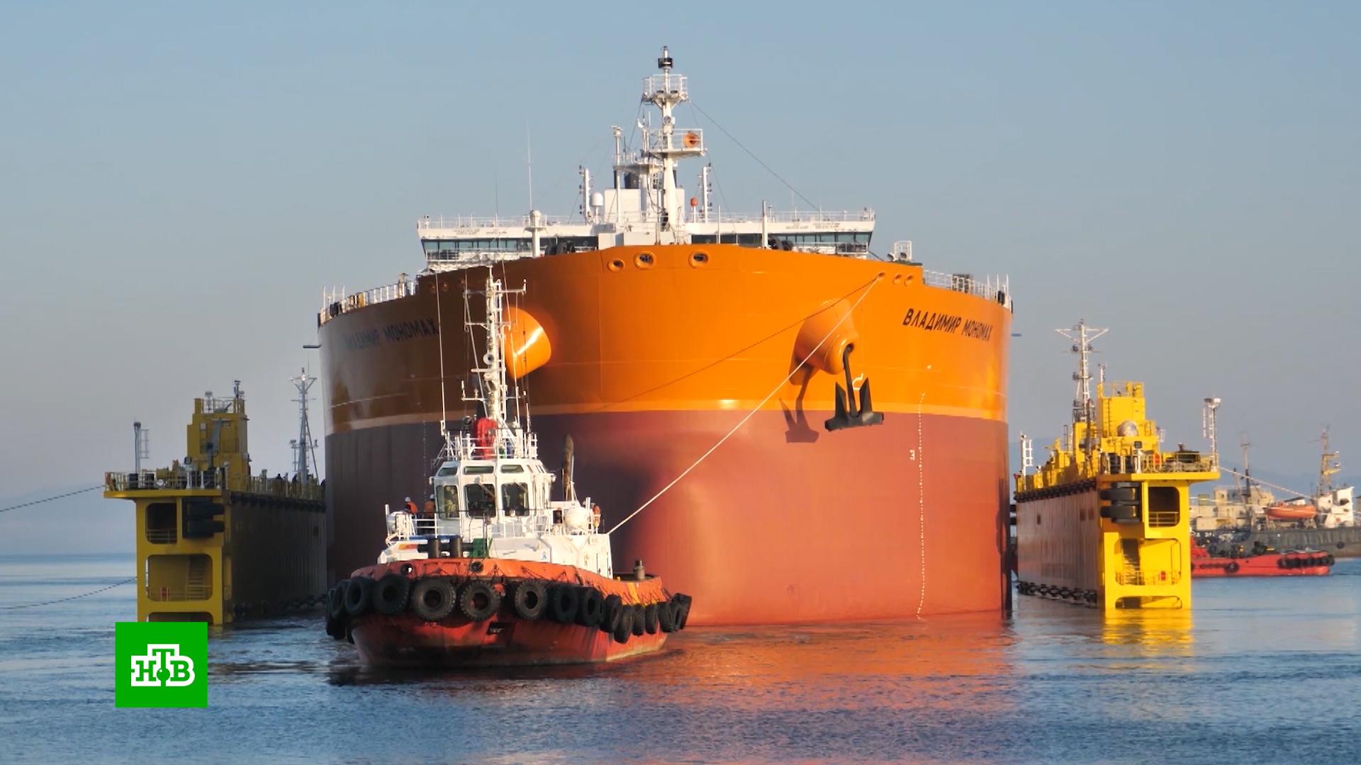 Первый российский танкер класса «Афрамакс» спущен на воду