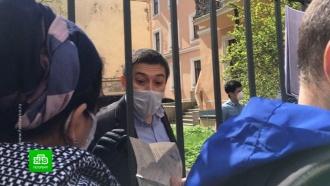 Граждане Узбекистана просят помощи усвоего консульства вПетербурге