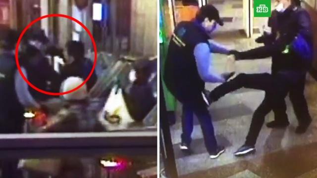 ВПетербурге пассажир ударил работника метро за просьбу надеть маску.Санкт-Петербург, драки и избиения, коронавирус, нападения, эпидемия.НТВ.Ru: новости, видео, программы телеканала НТВ