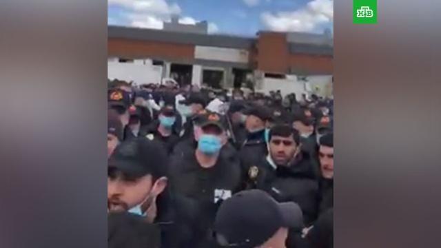 Недовольные торговцы устроили митинг на рынке в Москве.Москва, Росгвардия, митинги и протесты, полиция, торговля, ярмарки и рынки.НТВ.Ru: новости, видео, программы телеканала НТВ