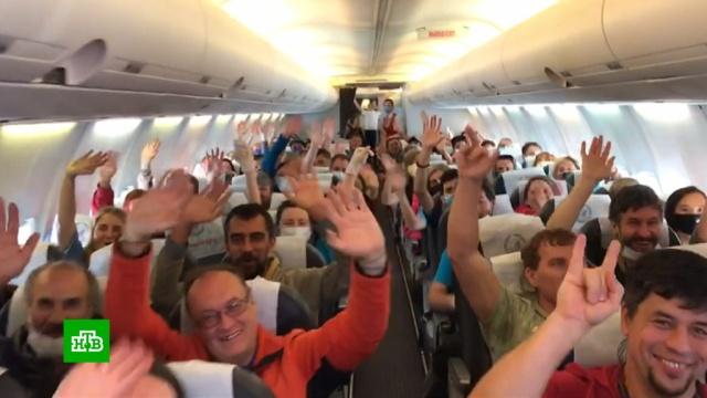 Застрявшие за рубежом россияне рассказали, почему рады вернуться домой.Кипр, МИД РФ, самолеты, туризм и путешествия, коронавирус, эпидемия.НТВ.Ru: новости, видео, программы телеканала НТВ
