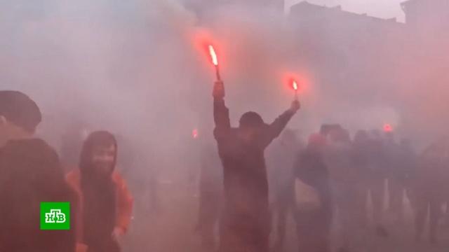 После нападения радикалов с файерами на офис Медведчука в Киеве возбудили дело.Украина, нападения, партии.НТВ.Ru: новости, видео, программы телеканала НТВ