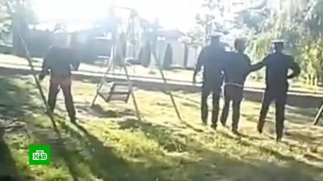 На Кубани проверяют полицейских, оставивших детей без присмотра после задержания их отца.дети и подростки, задержание, карантин, коронавирус, эпидемия.НТВ.Ru: новости, видео, программы телеканала НТВ