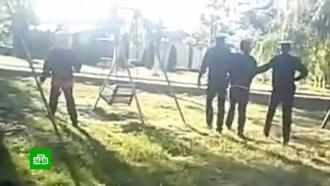 На Кубани проверяют полицейских, оставивших детей без присмотра после задержания их отца.На Кубани проверяют действия полицейских, задержавших местного жителя, гулявшего с малолетними детьми.дети и подростки, задержание, карантин, коронавирус, эпидемия.НТВ.Ru: новости, видео, программы телеканала НТВ