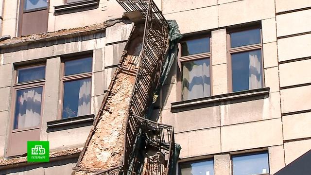 Сдома вцентре Петербурга срежут оставшиеся аварийные балконы.Санкт-Петербург, обрушение.НТВ.Ru: новости, видео, программы телеканала НТВ