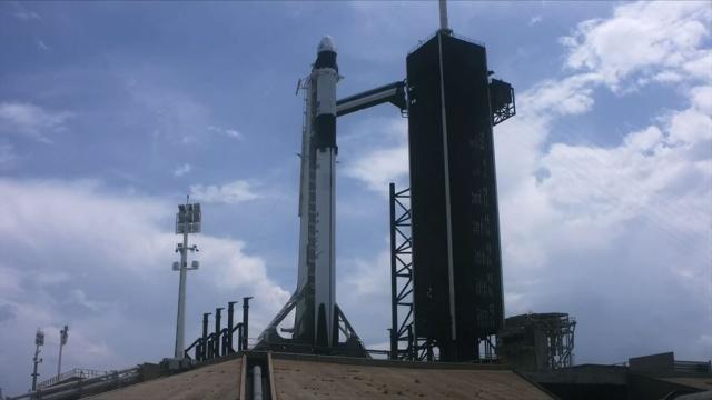 Запуск пилотируемого корабля SpaceX к МКС.С космодрома на мысе Канаверал (штат Флорида) предпринимается вторая попытка запуска к МКС пилотируемого космического корабля Crew Dragon компании SpaceX. На борту — астронавты Даглас Хёрли и Роберт Бенкен. Старт намечен на 22:22 по московскому времени. Предыдущая попытка запуска 27 мая была отменена перед самым стартом из-за плохой погоды. Трансляция Nasa TV.НТВ.Ru: новости, видео, программы телеканала НТВ