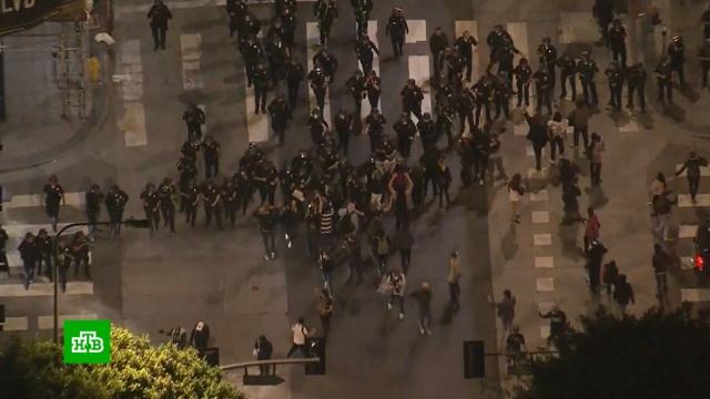 Трампу пришлось прятаться вбункере от прорвавших оцепление протестующих.США, Трамп Дональд, беспорядки, митинги и протесты.НТВ.Ru: новости, видео, программы телеканала НТВ
