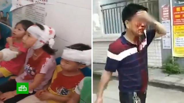 Школьный охранник сножом напал на учеников младшей школы вКитае.Китай, нападения, школы.НТВ.Ru: новости, видео, программы телеканала НТВ