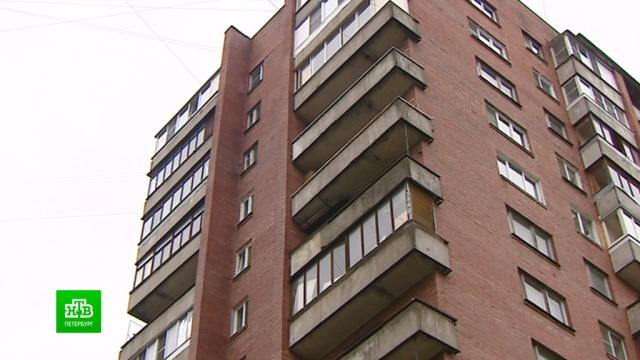ВПетербурге трехлетняя девочка выпала с12-го этажа, пока родители пили.Санкт-Петербург, дети и подростки, несчастные случаи, пьяные.НТВ.Ru: новости, видео, программы телеканала НТВ