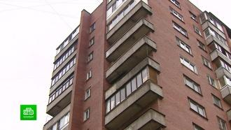 ВПетербурге трехлетняя девочка выпала с<nobr>12-го</nobr> этажа, пока родители пили