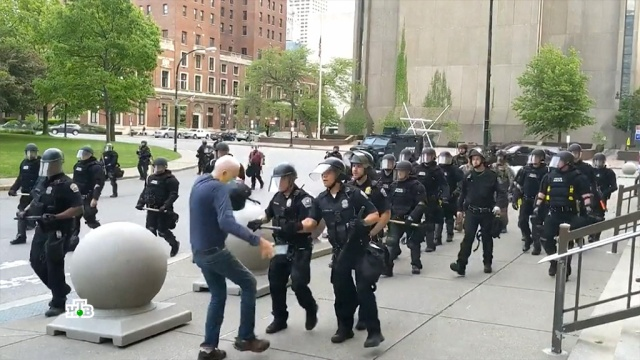 Пандемия хаоса ианархии: как полицейские вСША превратились из героев во врагов.США, беспорядки, митинги и протесты, полиция.НТВ.Ru: новости, видео, программы телеканала НТВ