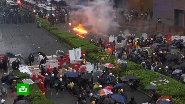 Жители Гонконга вгодовщину протестов вышли на улицы иперекрыли движение.Гонконг, Китай, законодательство, митинги и протесты, оппозиция.НТВ.Ru: новости, видео, программы телеканала НТВ