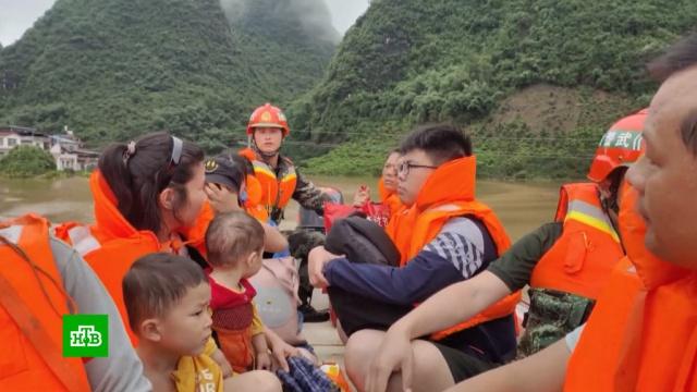 Вграндиозном наводнении на юге Китая погибли люди.Китай, наводнения, стихийные бедствия.НТВ.Ru: новости, видео, программы телеканала НТВ