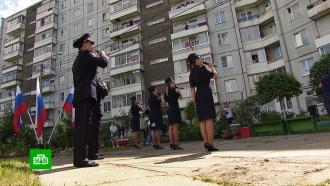 ВКрасноярске ко Дню России подсветили мосты ифонтаны ихором спели гимн