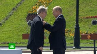 Путин вручил золотые звезды Героям Труда