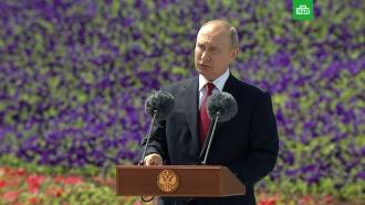 «Родина— это семья иотчий дом»: Путин поздравил россиян спраздником