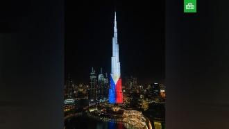 Самая высокая башня мира окрасилась вроссийский триколор