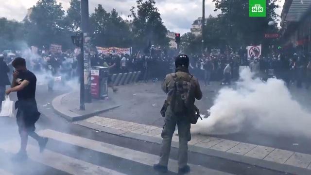 Антирасистская акция вПариже переросла вбеспорядки.Париж, Франция, беспорядки, митинги и протесты.НТВ.Ru: новости, видео, программы телеканала НТВ