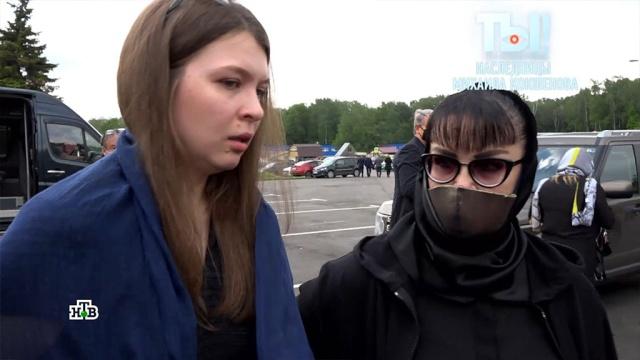 Дочь Кокшенова впервые появилась перед телекамерами.знаменитости, похороны, шоу-бизнес, эксклюзив, семья, артисты, смерть.НТВ.Ru: новости, видео, программы телеканала НТВ