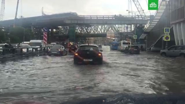 На Дмитровском шоссе вМоскве появилось «море».Москва, дороги, погода, погодные аномалии.НТВ.Ru: новости, видео, программы телеканала НТВ