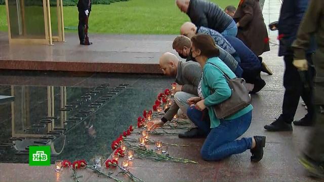 Впамять огероях войны по всей стране зажглись тысячи свечей.Великая Отечественная война, Москва, история, памятные даты.НТВ.Ru: новости, видео, программы телеканала НТВ
