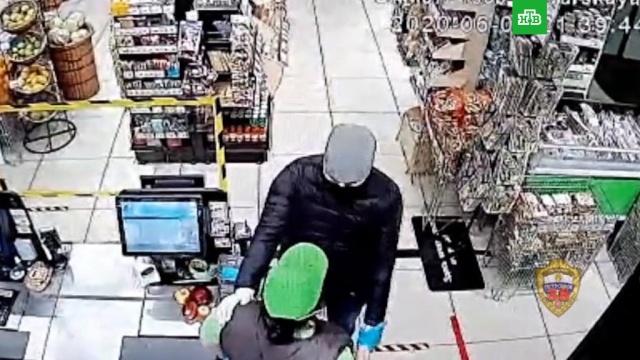 В Москве грабитель с ножом обнял кассиршу, извинился и ушел.задержание, кражи и ограбления, нападения.НТВ.Ru: новости, видео, программы телеканала НТВ