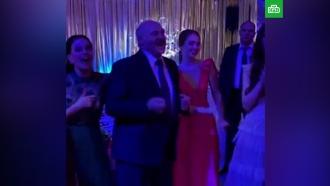 Видео с танцующим Лукашенко опубликовали в Сети