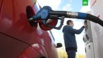 Цена бензина в России обновила рекорд.Биржевая цена бензина марки Аи-95 поднялась до 57, 7 тыс. руб. за тонну.бензин, биржи, тарифы и цены.НТВ.Ru: новости, видео, программы телеканала НТВ