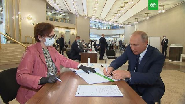 Путин проголосовал по поправкам вКонституцию РФ.Путин, выборы, конституции.НТВ.Ru: новости, видео, программы телеканала НТВ