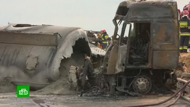 Автобус столкнулся сдвумя грузовиками вПольше.ДТП, Польша, автобусы, грузовики.НТВ.Ru: новости, видео, программы телеканала НТВ
