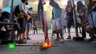 День независимости вСША протестующие отметили сожжением флага
