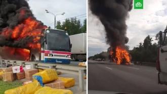 На трассе в Подмосковье сгорел рейсовый автобус